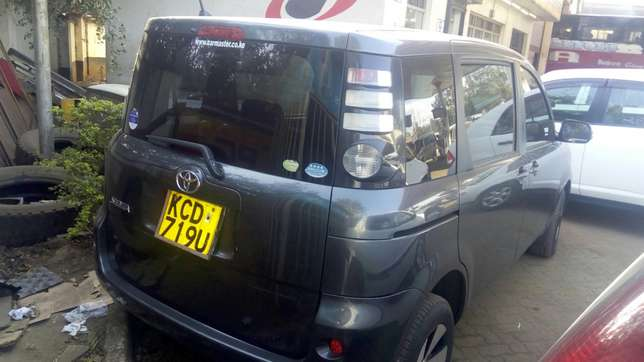 Toyota Sienta 2009 very clean in super condition Nairobi CBD - image 2
