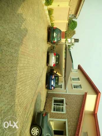 6 bedroom detached duplex with 2 bedroom and a room & parlour Ibadan North - image 8