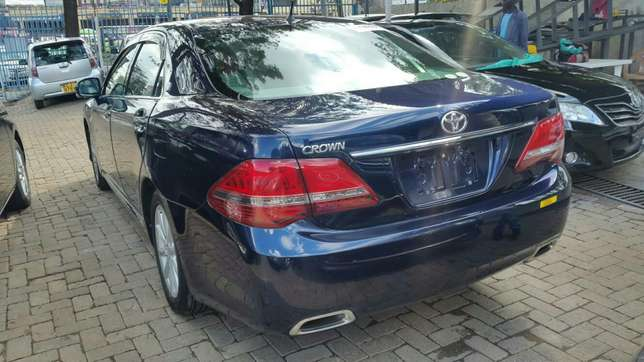 Crown royal saloon 3000cc fully loaded for sale Hurlingham - image 4