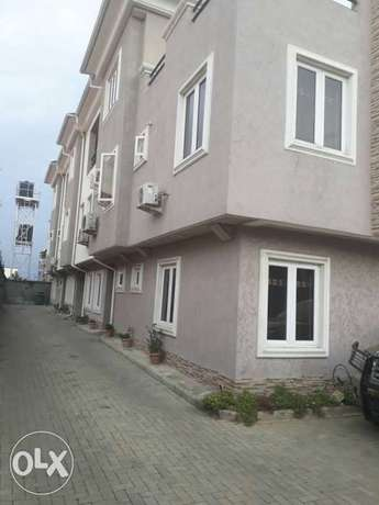 Clean and spacious 2bed service flat in U3 estate lekki right to let Lekki Phase 1 - image 1