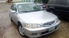 Neat 01honda accord first body for sale.