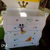 Kids chest of drawer