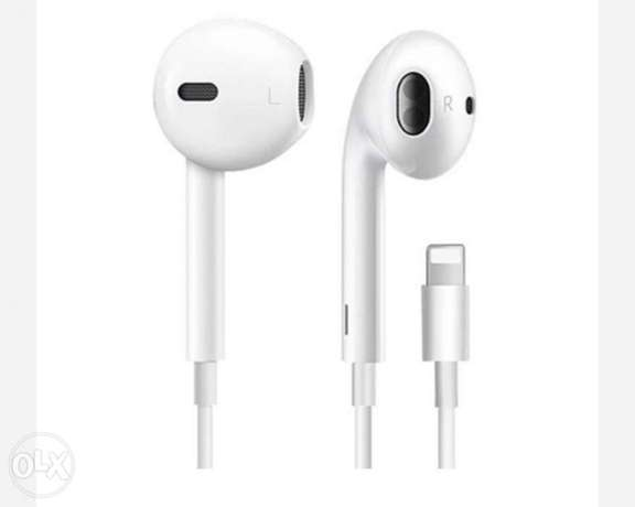 Earphones with remote and mic for Iphone 7 8 x xs xr X (WHITE)