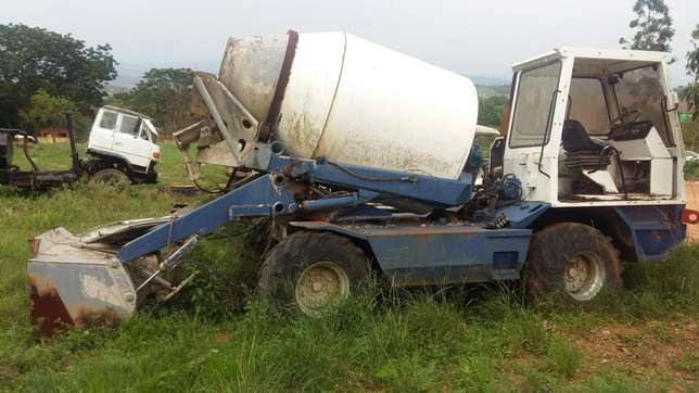 Mobile concrete mixer with skip loader Mbombela - image 2