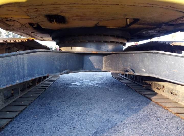 New Holland Kobelco E235b Sr - 2007 - image 7