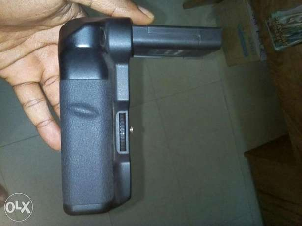 Battery grip for D40 and D60 Alaba - image 2