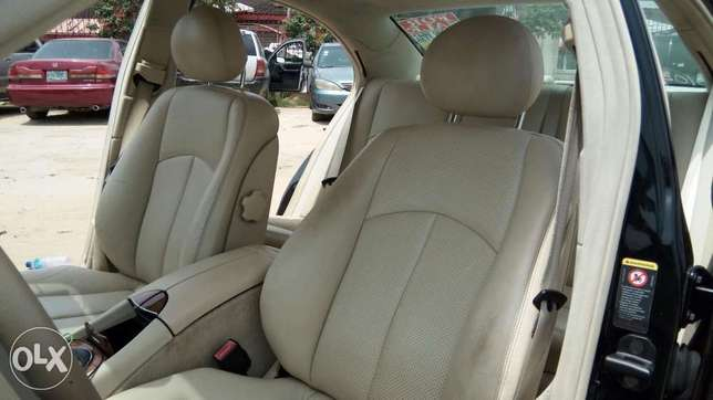 Clean Foreign Used 2004 Merc-Benz E500 4Matic With Leather Navigation Lekki - image 5