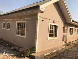 3bed room bungalow with 2Bq