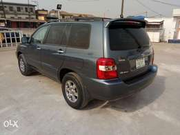 A sharp and neatly used 2006 Toyota highlander, 3roll seat, v6, ac, cd