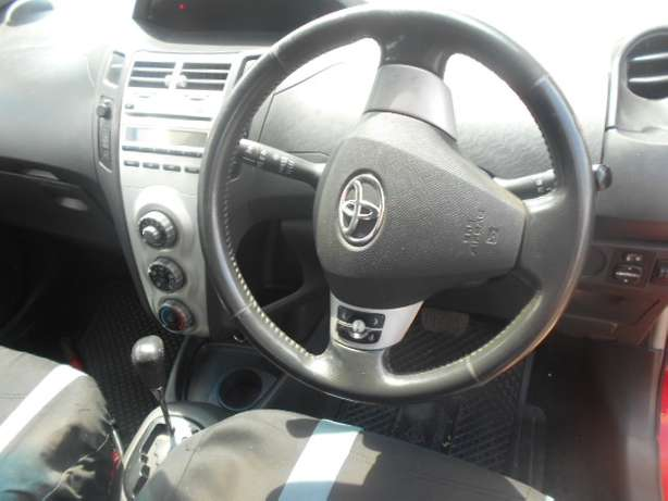 Automatic 2008 Red Toyota Yaris T3 for sale Johannesburg - image 5