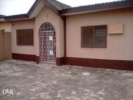 A lovely 3bedrm flat in a very Reserved Estate N22mill negotiable