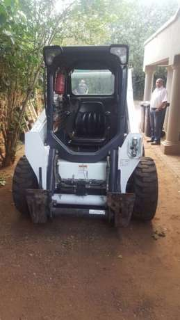 2014 Bobcat skidsteer with only 430 hours, bucket and forks attachment Kempton Park - image 2