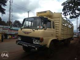 Hino truck with fuso engine, 6D 17