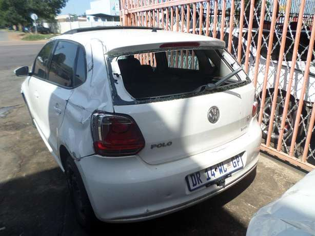 VW POLO 1.6 stripping for spares at QUANTRO Pretoria West - image 2