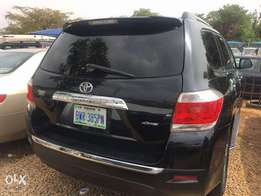 A 2011 Toyota Highlander for Quick sale