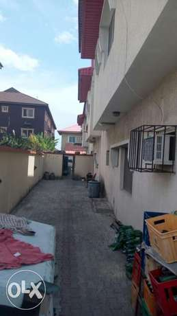 A lovely 5 bedroom duplex and 2 Nos 3 bedroom flat at Alpha Beach Lekki - image 4