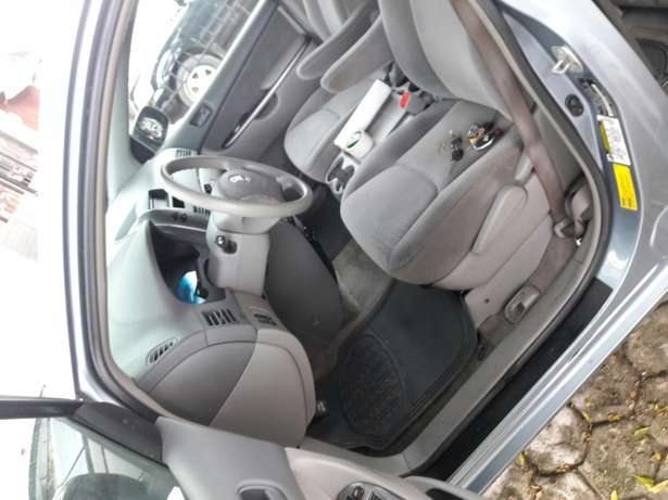 7 seater 2006 Toyota sienna.no issues.no accident.buy and drive. Amuwo Odofin - image 5