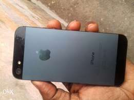 Clean London used iPhone 5 32gb (black)