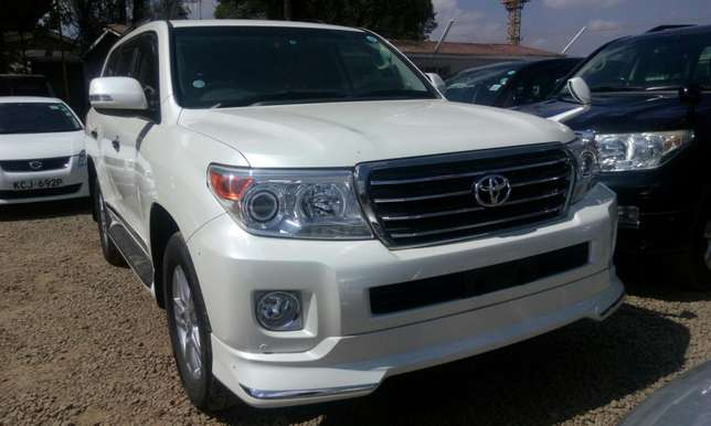 Landcruiser V8 pearl white on sale at Skybridge logistics ventures Kileleshwa - image 3