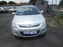 2010 hyundai i20,silver in colour,4 doors,86 000km,excellent condition