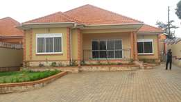 4 bedrooms house 4 sale in Naalya at 400m