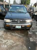 Clean Pathfinder jeep 2000 model
