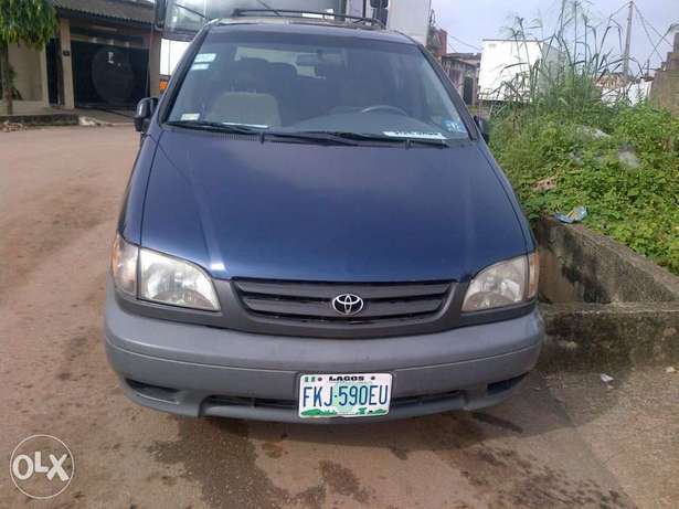 Xcellent and neatly 2 month used Toyota blue sienna Apapa - image 3