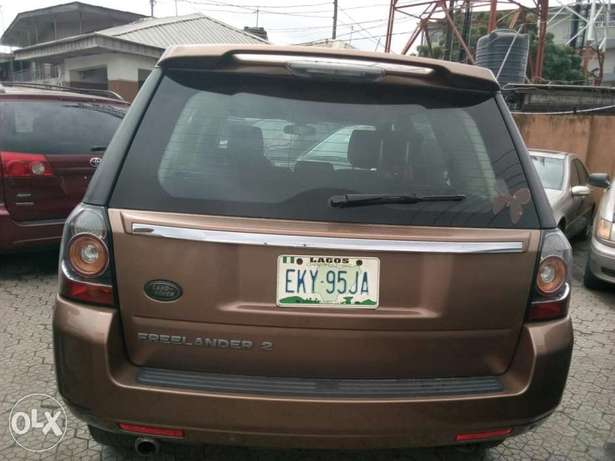 ADORABLE MOTORS: A Few months used 2015 Land Rover Freelander 2 Lagos Mainland - image 4