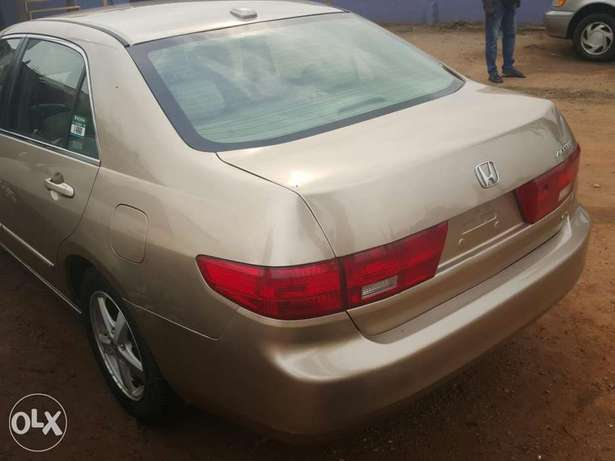 Tincan cleared 2005 Honda Accord EX-L gold colour Lagos Mainland - image 4