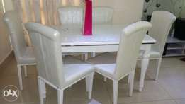 This is a brand new dining table set