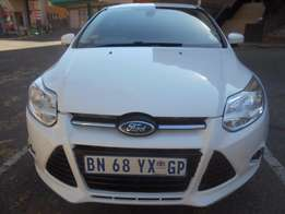 2011 Ford Focus S 2.0L 80,000km Hatch Back 5Doors, Leather/Cloth Uph