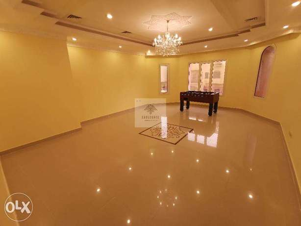 A 4 bedroom floor with a balcony located in Mangaf.