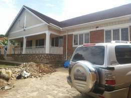4bedroom bungalow house Ntinda 1200$