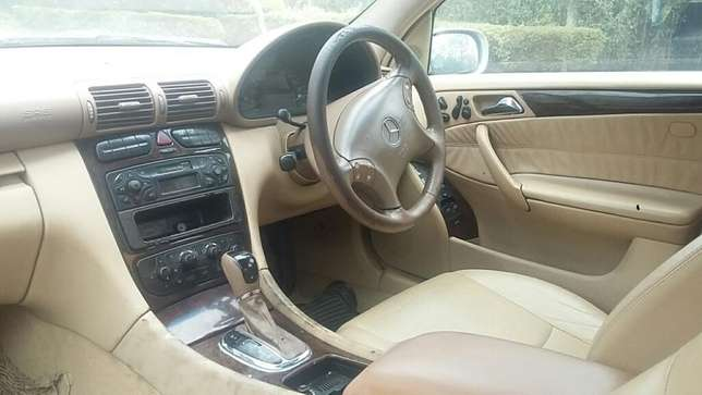 Mercedes Benz C200,KAW,Auto,Petrol,2001,Ksh 790,000 Negotiable Hurlingham - image 3