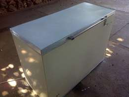 White 380 liter chest freezer in good condition and working perfectly