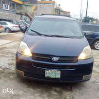 Toyota Sienna LE 2005 model (Nigeria Used)