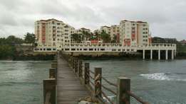 BEACHSIDE 3 bedroom APARTMENT all ensuite with Sq,gym,pool and 24hr se