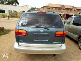 Clean tokunbo 3 units of 2000 model Toyota sienna