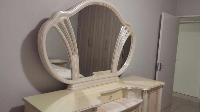 Imported Italian Cleopatra Bedroom suite East Rand Mall - image 4