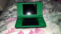 Selling Nintendo DS XL neg.