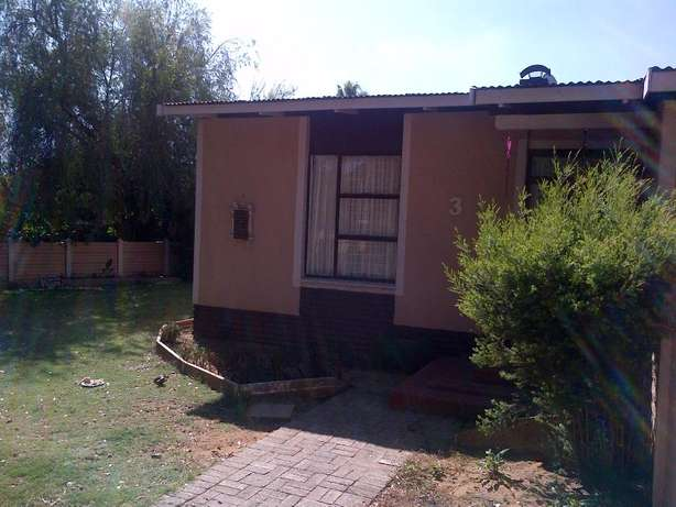 SASOLBURG Big House for Sale 4 Sale Voetstoots (As Is) for Entertainer Sasolburg - image 2