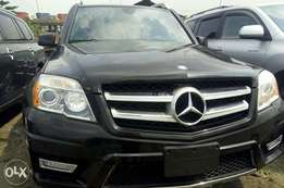 Very sharp foreign used 2012 Mercedes Benz GLK350 4matic. Black.