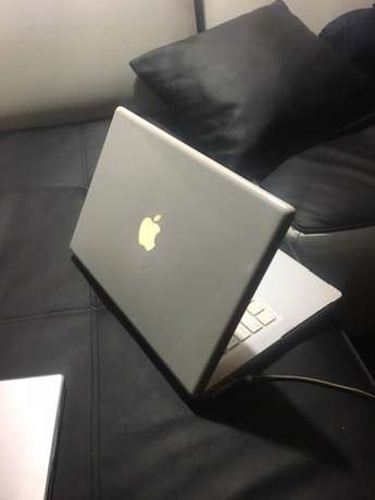 Macbook white R1300 Johannesburg CBD - image 2