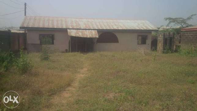 2 bedroom bungalow on about 800sqm of land at Ologuneru area Ibadan Ido - image 7