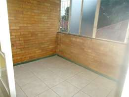 Dinwiddie open plan bachelor flat to let for R2700 with bathroom