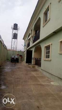 3 bedroom flat in a block of 4 flat near Idi-ishin Baptist Nihort Ido - image 1