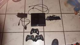 Xbox 360 500gig with 3 wireless remotes 33 games and kinek