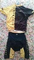 Livestrong yellow black cycling kit