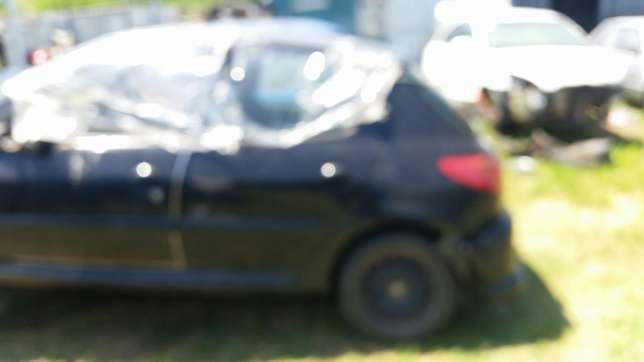 Peugeot 206 1.4 2004 model stripping for spares Phoenix - image 3