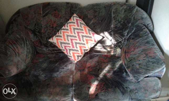Two seater couch Roodepoort - image 1